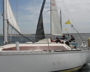 Deux bateaux à la lutte sur la ligne de départ....prêts à frotter !!!